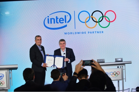 Intel CEO Brian Krzanich and International Olympic Committee President Thomas Bach sign the agreement announcing Intel as an Official Worldwide Partner with the International Olympic Committee through the 2024 Olympic Games at the Intel and International Olympic Committee press conference on Wednesday, June 21, 2017, in New York. (Credit: Walden Kirsch/Intel Corporation)